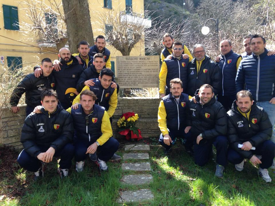 la squadra rende omaggio a Ruggero Mancini detto Annibale